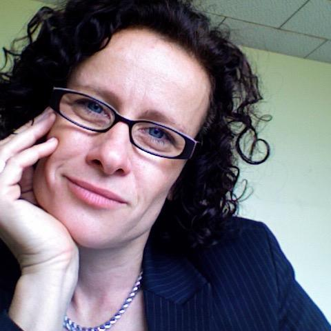 """Antje Schuhmann lebt seit 2007 in Johannesburg, wo sie als Professorin in den Politikwissenschaften und im Zentrum für Diversity Studies an der Universität Witwatersrand lehrt und forscht. Sie ist Gastautorin von """"10 nach 8""""."""