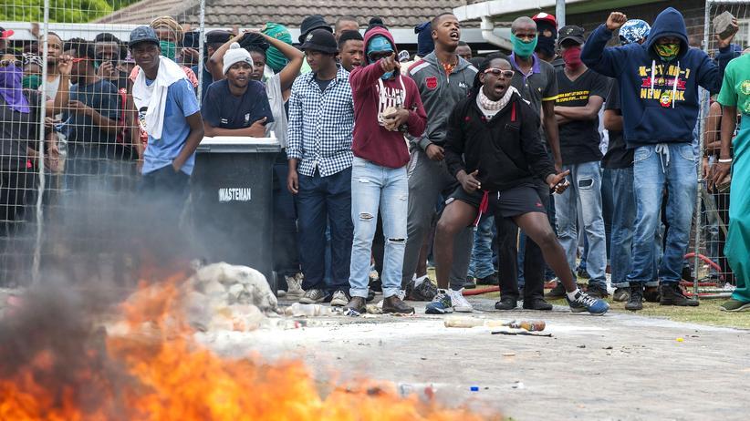 Südafrika: An den Universitäten in ganz Südafrika protestieren Studenten seit Monaten gegen eine Erhöhung der Studiengebühren. Hier in Kapstadt im November