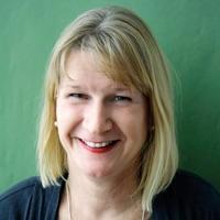 """Sabine Horst lebt in Frankfurt, hat als Kulturjournalistin unter anderem für die """"Frankfurter Rundschau"""" gearbeitet und ist seit 2002 Redakteurin bei """"epd Film"""". Nebenbei schreibt sie für ZEIT, """"chrismon"""" oder """"Tagesspiegel"""" über Kino, Fernsehen und alltagskulturelle Themen. Sie ist Gastautorin von """"10 nach 8""""."""