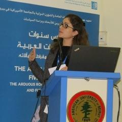 """Dina El-Sharnouby lebt in Kairo und Berlin. Sie promoviert in Politikwissenschaften über Demokratie, Revolution und die Rolle der Jugend in Ägypten. Sie ist Gastautorin von """"10 nach 8""""."""