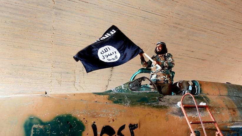Totalitarismus: Ein IS-Kämpfer im syrischen Rakka, 2015