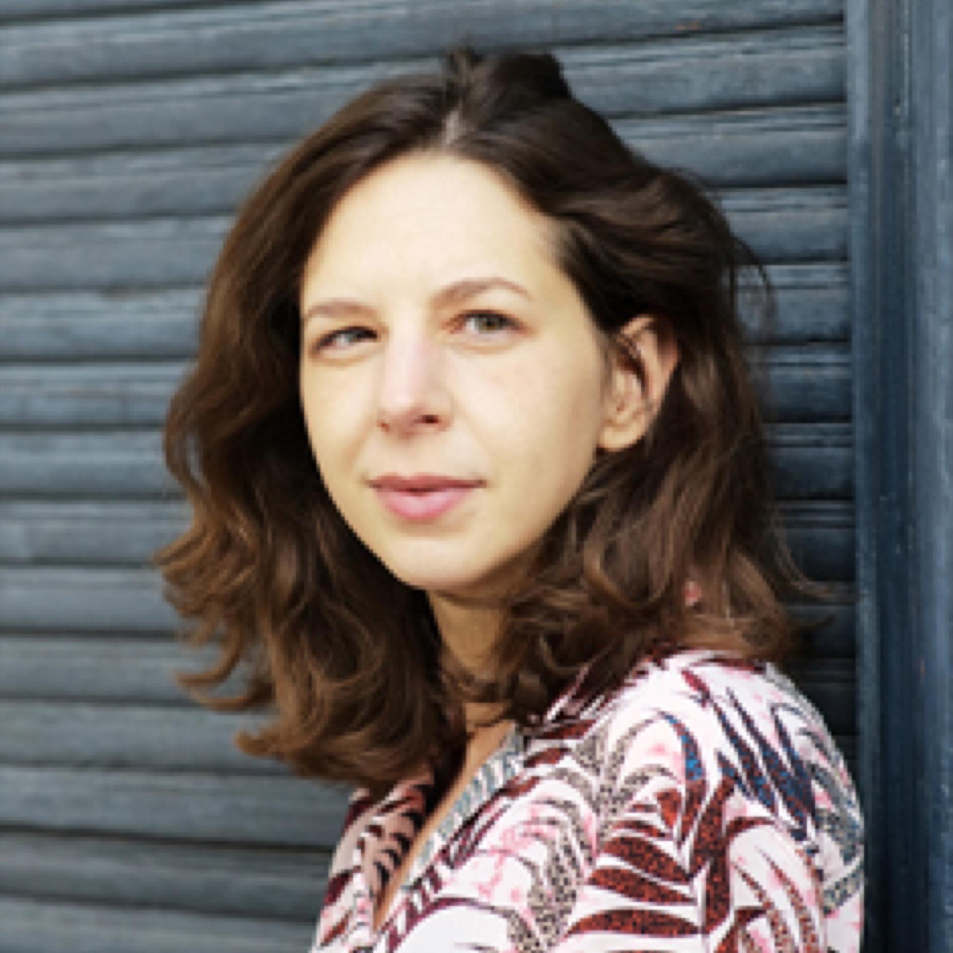 """Lina Muzur, geboren in Sarajevo, arbeitet als Leitende Lektorin beim Aufbau Verlag in Berlin. Sie ist Mitglied von """"10 nach 8""""."""