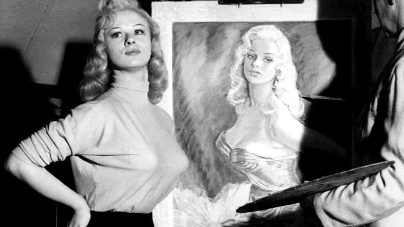 Schriftstellerinnen: Achtung, Bilder von Frauen entsprechen nicht zwingend der Realität: Die britische Schauspielerin Sabrina 1956 im Atelier des Malers Fred Wood.