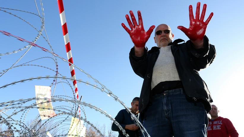Kroatien: Nenad Popović während einer Demonstration an der kroatisch-slowenischen Grenze im Dezember 2015