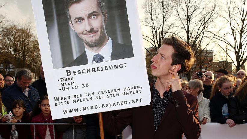 Jan Böhmernmann: Der Schauspieler Max Mauff zeigt seine Solidarität mit Jan Böhmermann bei der Verleihung des Grimme-Preises in Marl.