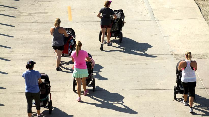#regrettingmotherhood: Während deutsche Mütter Pekipkurse besuchen, kümmern sich französische um ihren Körper.