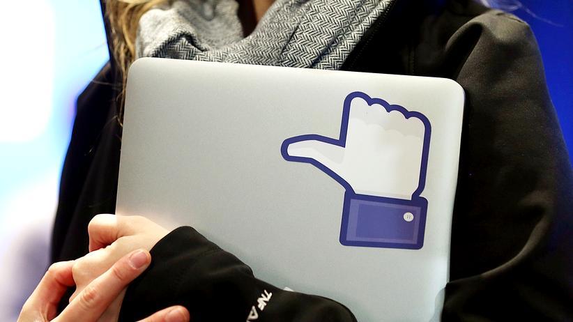 Facebook: Ist Facebook zu Objektivität verpflichtet?
