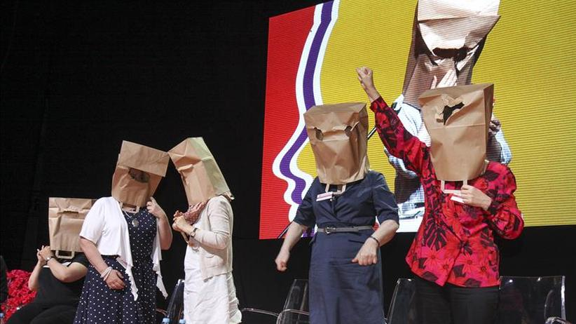 Polen: Performance auf dem polnischen Frauenkongress gegen die neue Gesetzgebung der Regierung