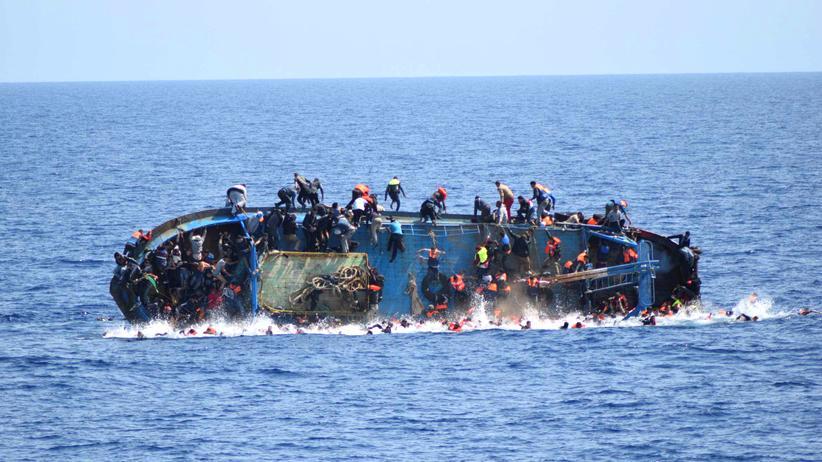 Flüchtlinge: Warum sehen wir dieses Boot kentern?