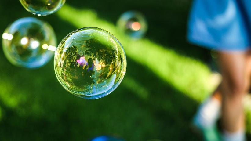 Familienkultur: Eigentlich schön: Wo Seifenblasen schweben, sind Kinder häufig nicht fern.