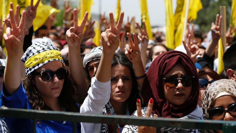 Palästina: Palästinensische Studentinnen demonstrierten im April 2016 für die Fatah-Bewegung an der Bir-Zait-Universität nahe Ramallah