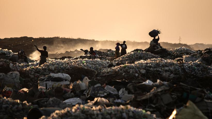 """""""Neben uns die Sintflut"""": Eine Müllhalde in Lusaka, Sambia"""