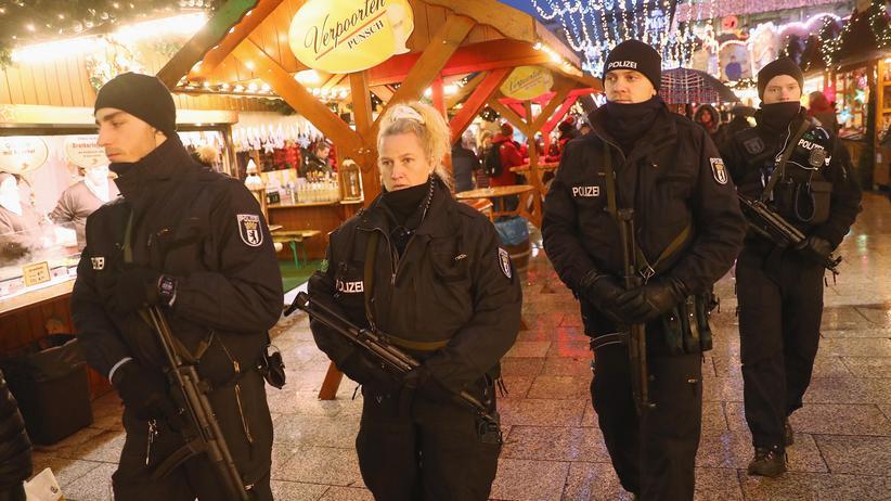 Terrorismus: Symbolischer Polizeischutz statt Terrorabwehr: Patrouille auf dem Breitscheidplatz