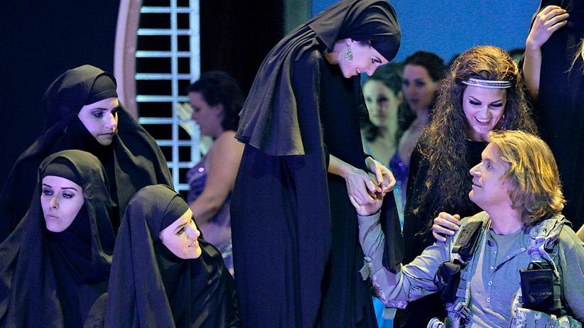 """Politische Kunst: Wohlfeil und platt: """"Parsifal"""" im Irak, 2016 bei den Bayreuther Festspielen"""