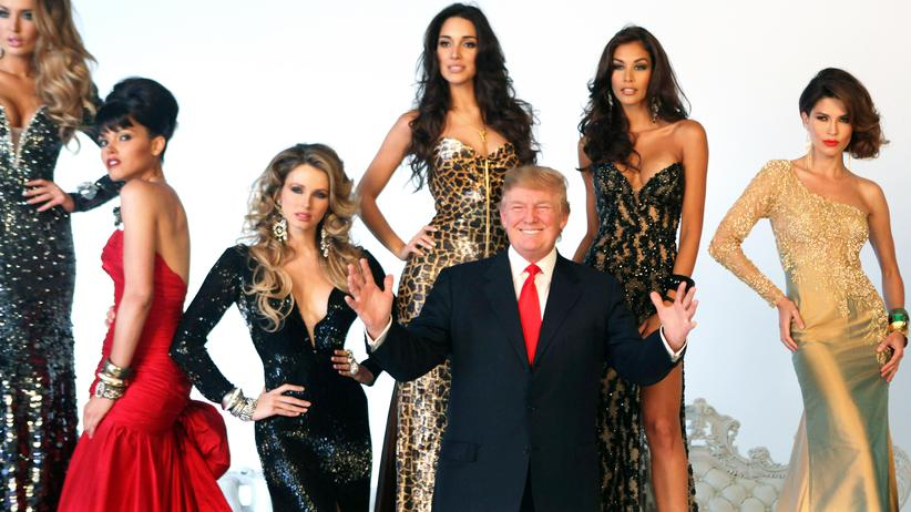 Hollywood: Donald Trump und die Schönheiten eines Miss-Universe-Wettbewerbs im Juli 2011