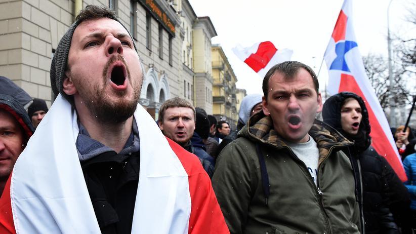 Belarus: Das Schweigen in Belarus wird selten durchbrochen, so wie hier bei Protesten gegen eine Sondersteuer für Arbeitslose im März 2017.