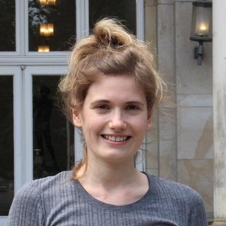 """Social Media: Anna Fastabend ist freie Autorin und schreibt für die """"SZ"""" und den """"Freitag"""". Sie hat unter anderem am Literaturinstitut Hildesheim studiert und macht gerade einen weiterbildenden Master in Kulturjournalismus an der Universität der Künste Berlin. Sie ist Gastautorin von """"10 nach 8""""."""