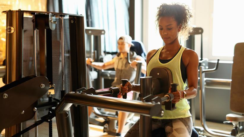 Fitness: Früher Muckibude, heute Tempel der Sinnstiftung: Mit Sport im eigentlichen Sinne hat der neue Fitnesswahnsinn nur wenig zu tun.
