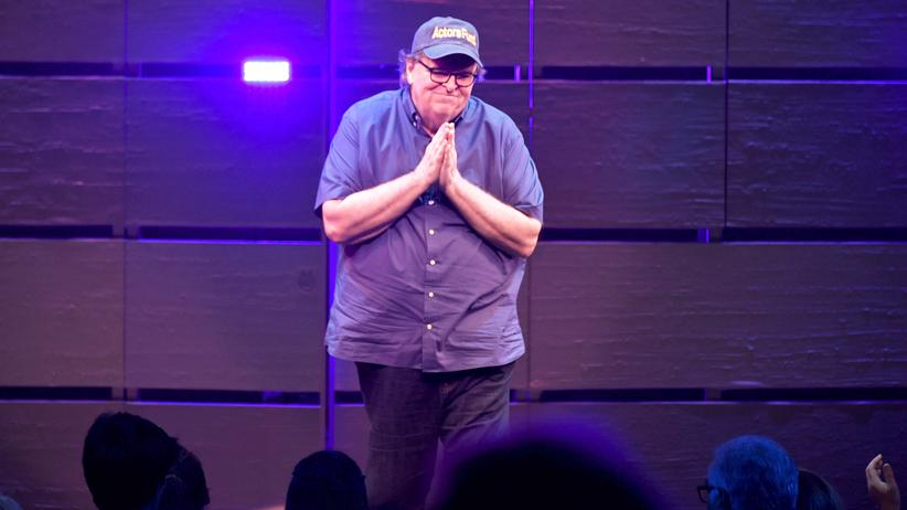 "Michael Moore: Michael Moore im New Yorker Belasco Theatre während seines Auftritts in ""The Terms Of My Surrender"""