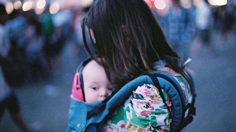 Erziehung: Wir stillen, tragen und halten nachts Händchen am Bett: Doch wo bleiben wir Mütter eigentlich?