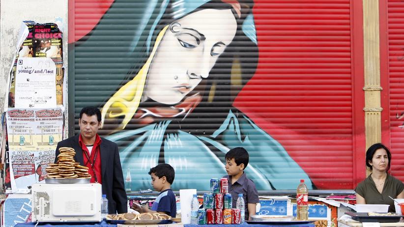 Deutschtürken: Eine türkische Familie verkauft Streetfood in Berlin-Kreuzberg. Es sind nicht nur das Essen und die Sprache, die unsere Persönlichkeit bestimmen.