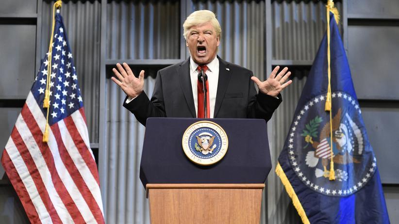 """Donald Trump: Kann ganz gut von seinem Präsidenten leben: Der Schauspieler Alec Baldwin als Trump-Imitator bei """"Saturday Night Live"""""""