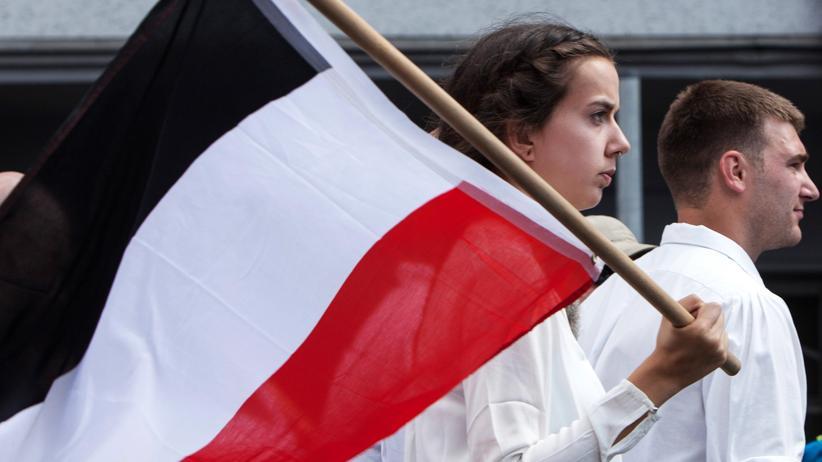 Rechtspopulismus: Elitäre Glaubenssätze und die Lust am großen Untergang machen rechtes Denken aus. Neonazis bei einem Gedenkmarsch für Rudolf Hess in Spandau, August 2017