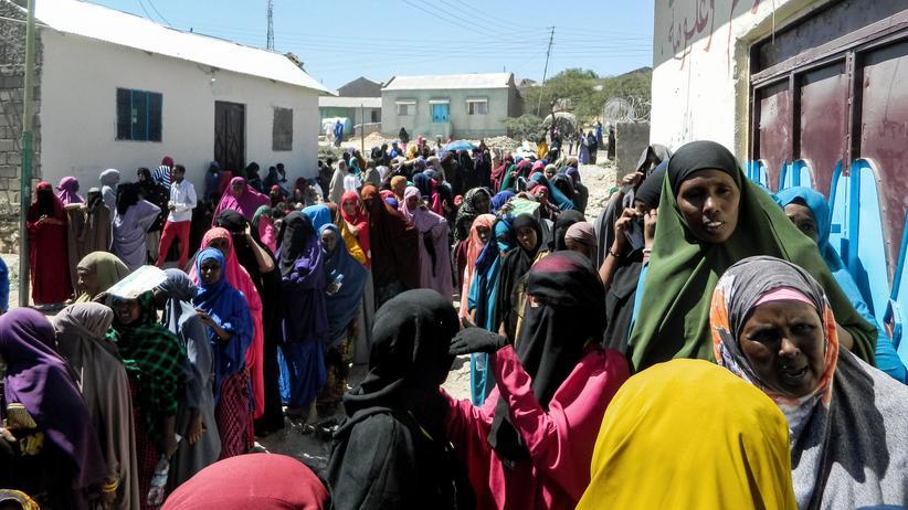 Somaliland: Frauen stehen Schlange vor einem Wahllokal in Hargeisa am 13. November.