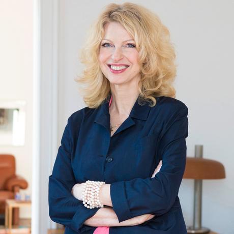 """Vater-Tochter-Beziehung: Heike-Melba Fendel ist Autorin und Inhaberin der Künstler- und Veranstaltungsagentur Barbarella Entertainment. Sie lebt in Köln und Berlin. Sie ist Mitglied der Redaktion von """"10 nach 8""""."""