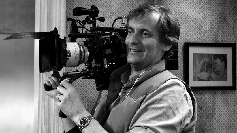 """""""Das schweigende Klassenzimmer"""": Lars Kraume, geboren 1973 in Chieti, Italien, war als freiberuflicher Fotograf tätig, bevor er an der DFFB studierte. Für seinen Abschlussfilm """"Dunckel"""" erhielt er 1998 den Adolf-Grimme-Preis. In den folgenden Jahren machte er sich unter anderem als """"Tatort""""-Regisseur einen Namen. 2016 wurde sein Film """"Der Staat gegen Fritz Bauer"""" mit sechs Deutschen Filmpreisen ausgezeichnet."""