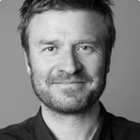 Rundfunkgebühren: Markus Heidmeier ist Co-Geschäftsführer der KOOPERATIVE BERLIN. Er gestaltet Veränderungsprozesse für öffentliche Einrichtungen, Nonprofit-Organisationen sowie privatwirtschaftliche und öffentlich-rechtliche Medienhäuser. Er gehört zu den Initiatoren eines Thesenpapiers von 40 Vertreterinnen und Vertretern aus Wissenschaft und Zivilgesellschaft, die sich 2017 mit einem Innovationsaufruf für den öffentlich-rechtlichen Rundfunk an die Ministerpräsidenten wandte.