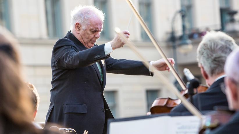 Echo: Daniel Barenboim während eines Freiluftkonzerts auf dem Bebelplatz in Berlin