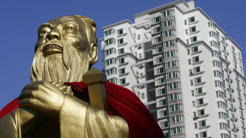 Philosophie: Konfuzius, hier dargestellt durch eine Büste in Changchun, China, starb 479 Jahre vor Jesus Christus und prägt das ostasiatische Denken bis heute. Westliche Philosophen tun gerne so, als seien er und andere außerhalb Europas geborene Denker für ihr Fach nicht relevant.