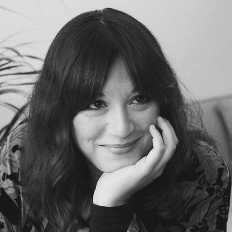 """Selbstvertrauen: Linda Rachel Sabiers lebt als Autorin und Texterin seit 2009 in Berlin, nachdem sie einige Zeit in Tel Aviv verbrachte. Mit ihren """"Berliner Momentaufnahmen – Kurzgeschichten des urbanen Miteinanders"""" veranstaltet sie regelmäßig Lesungen. Ihre Texte sind in Magazinen und Anthologien zu lesen. Derzeit schreibt sie an einem Roman. Sie ist Gastautorin von """"10 nach 8""""."""