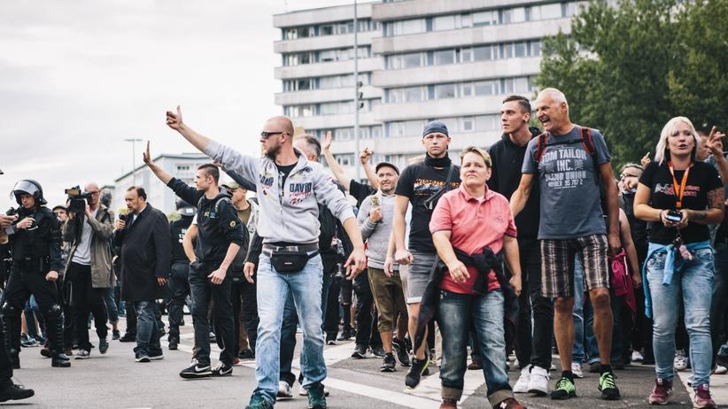Rechtsextremismus: Neonazis, Hools und ihre bürgerlichen Freunde