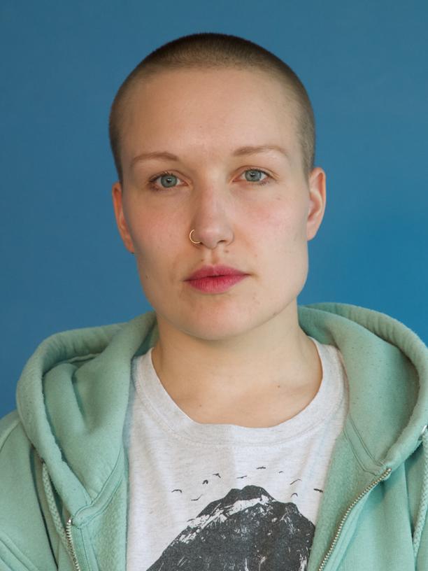 """Debattenkultur: Susanne Heinrich hat nach vier Büchern bei DuMont noch einmal studiert: Filmregie. Ihr Debütfilm """"Das melancholische Mädchen"""" feiert bald Premiere. Sie ist Gastautorin von """"10 nach 8""""."""