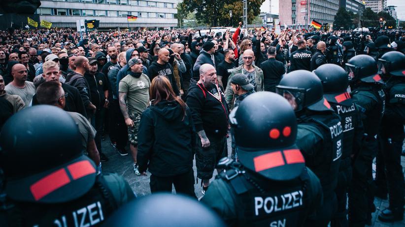 """Sachsen: Deutschland, Sachsen, Chemnitz, Demonstration der rechten Bürgerbewegung """"Pro Chemnitz"""" nach dem Tod eines 35-Jährigen, 27.08.2018"""