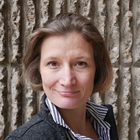 """Bernadette Grubner arbeitet als Literaturwissenschaftlerin an der FU Berlin und denkt über Literatur, Psychoanalyse und Theorien der sexuellen Differenz nach. Aktuell forscht sie an der Yale University zur Begriffsgeschichte des """"Genießens"""". Sie ist Gastautorin von """"10 nach 8""""."""