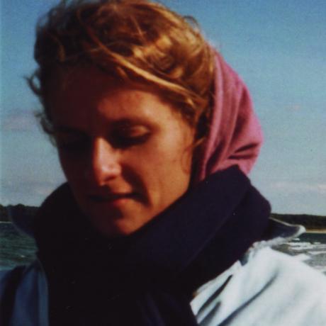 """Einsamkeit: Jule Hoffmann, geboren 1988 in Lübeck, arbeitet als freie Redakteurin und Autorin für Deutschlandfunk Kultur. Sie ist Gastautorin bei """"10 nach 8""""."""