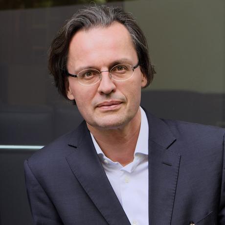 """Bernhard Pörksen ist Professor für Medienwissenschaft an der Universität Tübingen. Kürzlich erschien sein Buch """"Die große Gereiztheit. Wege aus der kollektiven Erregung"""" im Hanser Verlag."""