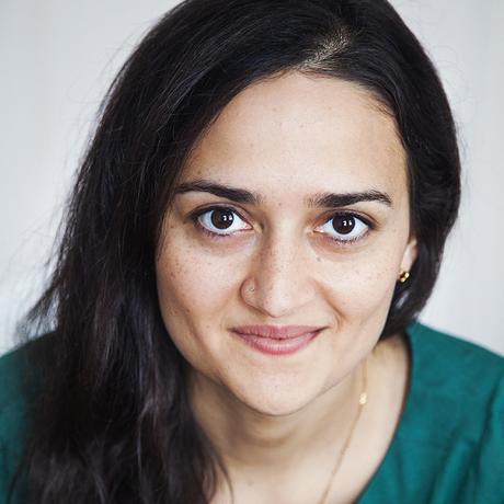 """Indien: Saskya Jain ist Autorin und Übersetzerin. Sie lebt in Neu-Delhi und Berlin. Ihr Debütroman """"Fire Under Ash"""" erschien 2014 bei Random House. Sie ist Gastautorin von """"10 nach 8""""."""