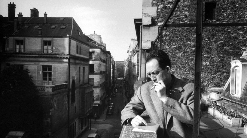 Tabakkonsum: Albert Camus auf dem Balkon seines Verlegers