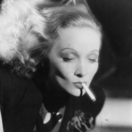 Tabakkonsum: Marlene Dietrich 1932 auf einem Werbefoto