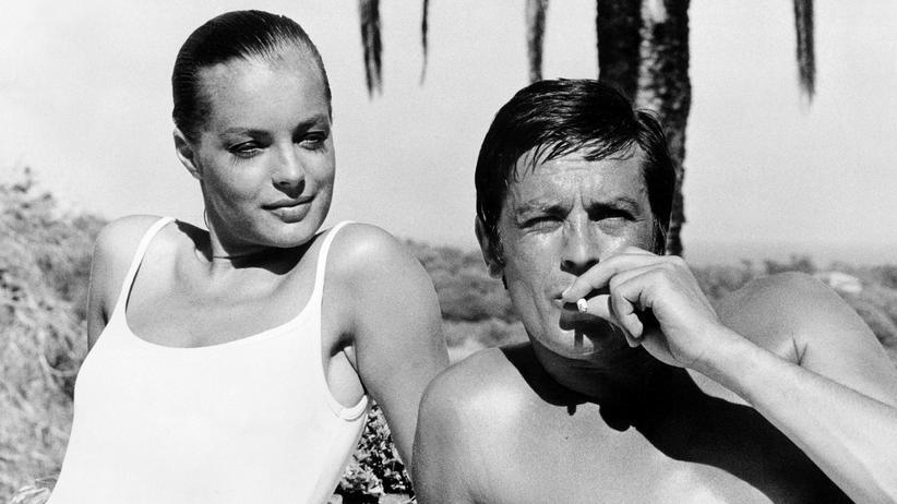 """Tabakkonsum: Romy Schneider und Alain Delon 1968 während der Dreharbeiten zu """"Der Swimmingpool"""" in Cannes"""