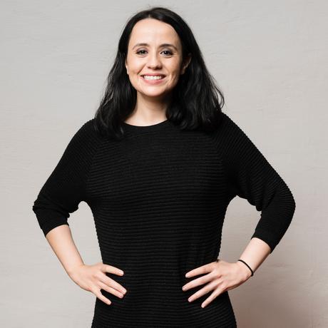 """Algerien: Amel Ouaissa ist Soziologin und als Referentin für Akademische Veranstaltungen in der Barenboim-Said Akademie tätig. Sie ist Gastautorin von """"10 nach 8""""."""