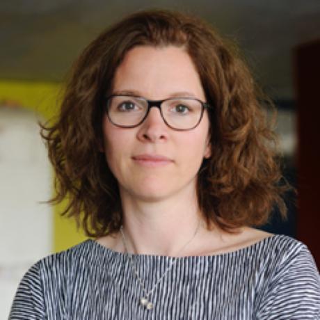 """Erderwärmung: Birgit Schneider ist Professorin an der Universität Potsdam, wo sie als Bild- und Medienwissenschaftlerin zu Bildern von Klima und Klimawandel forscht. Letztes Jahr erschien ihr Buch """"Klimabilder"""" bei Matthes & Seitz, zur Zeit erforscht sie mit digitalen Methoden Klimabilder im Netz und Klimanarrative im Computerspiel. Sie ist Gastautorin von """"10 nach 8""""."""