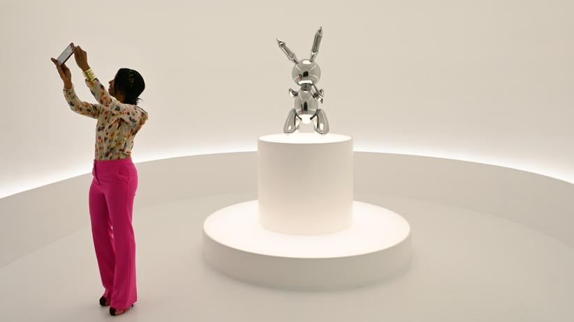 "Christie's: Jeff Koons Skulptur ""Rabbit"""