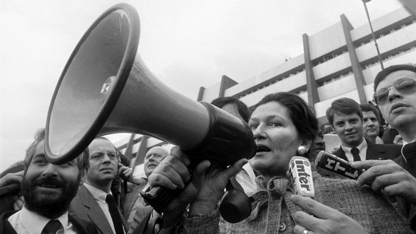 Frauen in Europa: Die EU-Parlamentspräsidentin Simone Veil während einer Demonstration von Landwirten in Strasbourg 1980