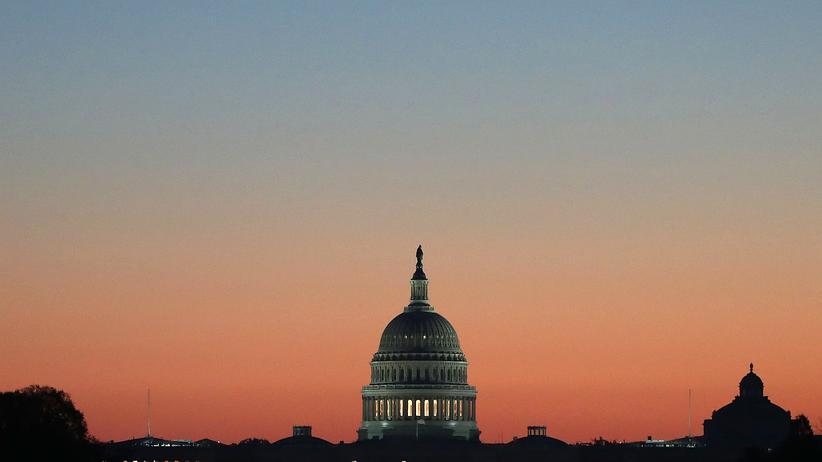 George Packer: Das Kapitol in Wahsington D.C.: Die USA, sagt George Packer, hätten bereits während der Präsidentschaft Obamas ihren Führungsanspruch als Supermacht aufgegeben. Unter Trump habe sich die Entwicklung nur beschleunigt.