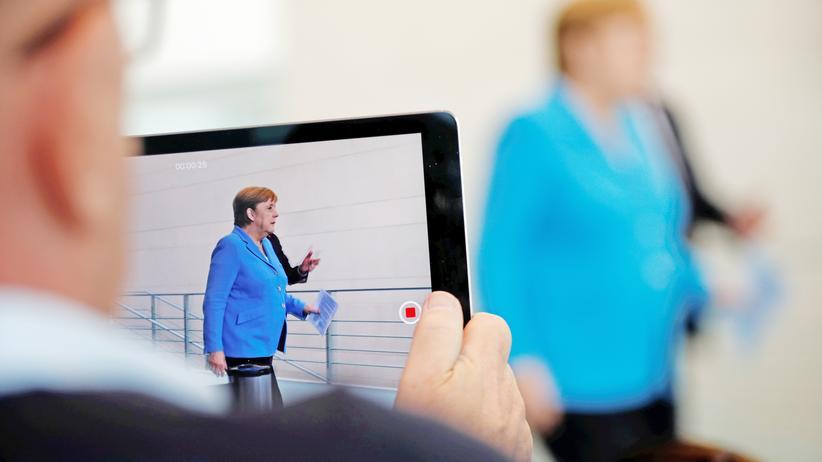 Angela Merkel: Können politische Führungsfiguren den Absolutismus der Transparenz überleben? Angela Merkel im Bundeskanzleramt am 10. Juli